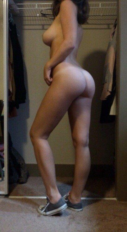 загорелые девушки с большим бюстом и попой фото
